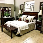 Bedroom Marina with suitcase bench
